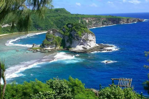 """来北马里亚纳群岛,一定要去被称为""""距离天堂最近的地方""""的塞班岛."""