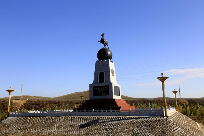 沿路风景    中午时分,在省道203看到一处蒙古包,是个度假村,结果开车